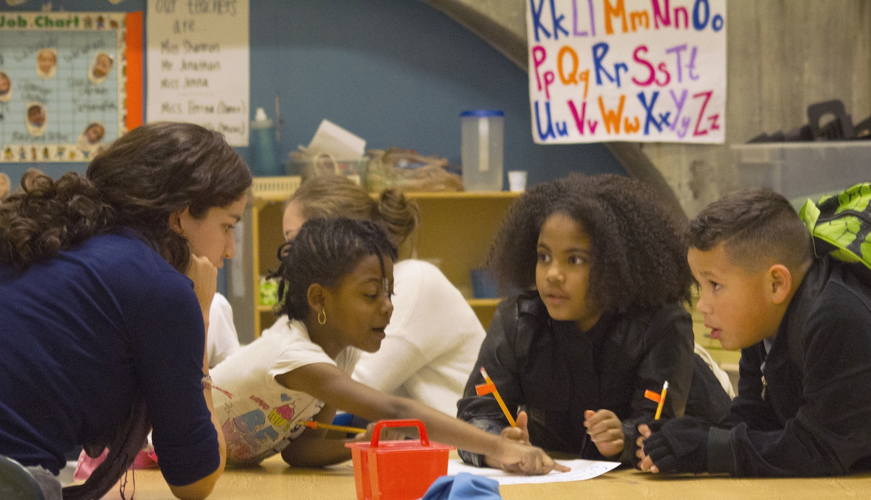 El Programa Extracurricular y de Clases Verano de IBA: Inspirando a los Niños Mientras Mejoran sus Capacidades de Alfabetización