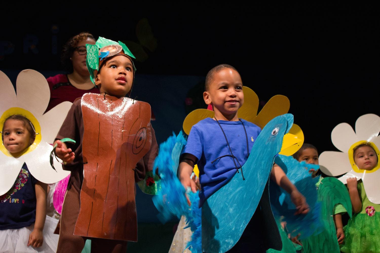 Preescolar Bilingüe de IBA Celebra la Primavera con una Bella Actuación